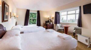 Hotel 300x166 - ایجاد فرصتهای شغلی در صنعت گردشگری