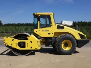 300x225 - انواع ماشین آلات صنعتی و کاربردها