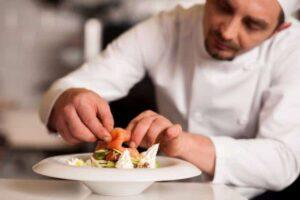 personal chef coking in harlem 1 300x200 - 7 کسب و کار خانگی پر درآمد در حوزه سلامت و بهداشت