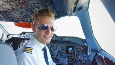 workday titel 1024x683 1 390x220 - شغل خلبانی هواپیما نیاز به چه مدارک و شرایطی دارد