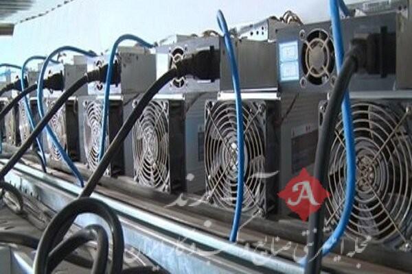کشف ۲۰ دستگاه استخراج ارز دیجیتال قاچاق از یک کارگاه در اراک